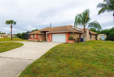 1622 Country Club Pky Lehigh Acres FL 33936