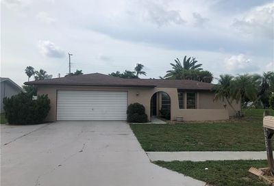 1716 Lakeview Ter North Fort Myers FL 33903