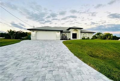 513 SE 13th St Cape Coral FL 33990