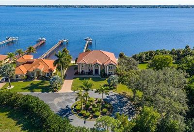 6120 River Shore Ct North Fort Myers FL 33917