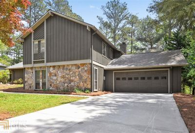 1935 Branch Valley Dr Roswell GA 30076-3035