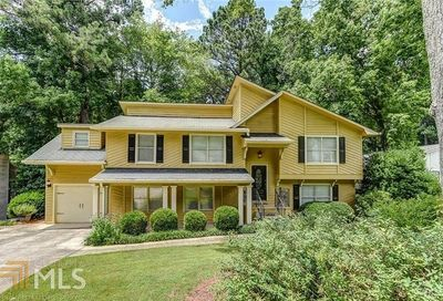 660 Lake Forest Ct Roswell GA 30076-4709