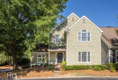 8 Vernon Glen Ct Sandy Springs GA 30338-5418