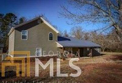 447 Red Leaf Hartwell GA 30643