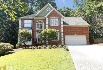 325 Camber Woods Ct Roswell GA 30076-4285