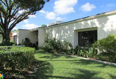 2723 Oak Tree Ln Oakland Park FL 33309