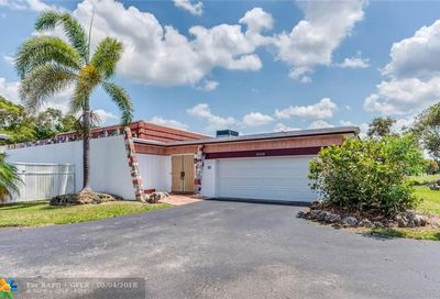 16520 Country Club Cres Weston FL 33326