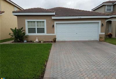 7133 Crescent Creek Ln Coconut Creek FL 33073
