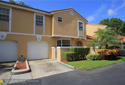 11325 Lakeview Dr Coral Springs FL 33071