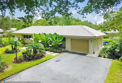 807 Cypress Grove Ln Pompano Beach FL 33069