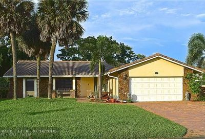 811 NW 84th Dr Coral Springs FL 33071