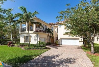 470 Cresta Cir West Palm Beach FL 33413