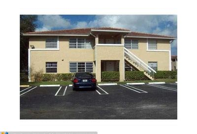10169 Twin Lakes Dr Coral Springs FL 33071