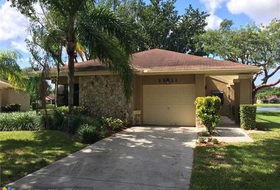 2521 Calamondin Cir Coconut Creek FL 33063