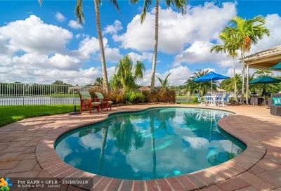 2477 Bay Isle Ct Weston FL 33327