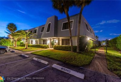 2743 NE 28th Ct Lighthouse Point FL 33064