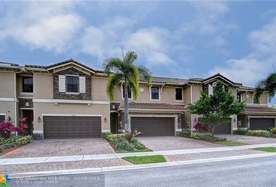 12370 N Village Cir Davie FL 33325
