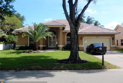 6464 NW 43rd Ct Coral Springs FL 33067