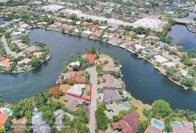 2418 Fryer Pt Fort Lauderdale FL 33305