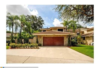 3308 Lake Shore Dr Deerfield Beach FL 33442
