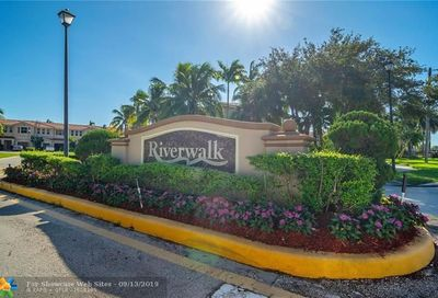 258 Riverwalk Cir Sunrise FL 33326
