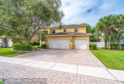 6825 Finamore Cir Lake Worth FL 33467
