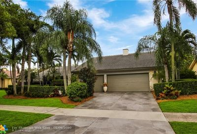 2022 Woodlake Circle Deerfield Beach FL 33442