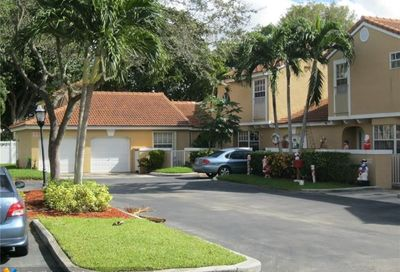 11319 Lakeview Dr Coral Springs FL 33071