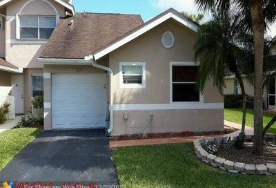 1228 W Lakes Dr Deerfield Beach FL 33442