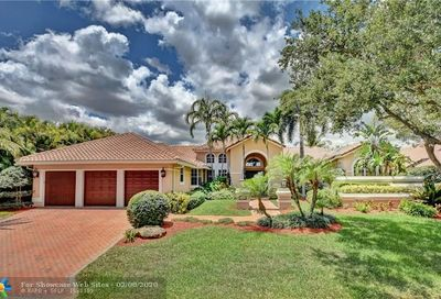 1922 Colonial Dr Coral Springs FL 33071