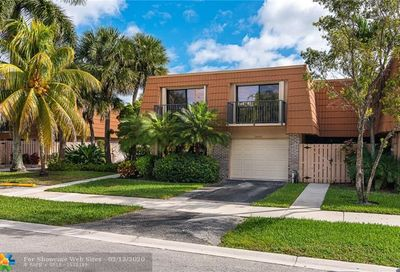 1600 W Harmony Lake Cir Davie FL 33324