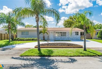 120 SW 69th Ter Pembroke Pines FL 33023