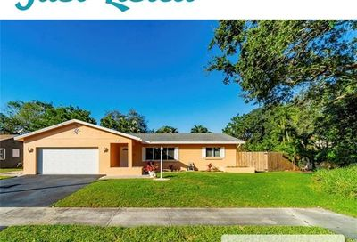 2711 NW 69th Ct Fort Lauderdale FL 33309