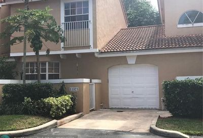 11321 Lakeview Dr Coral Springs FL 33071