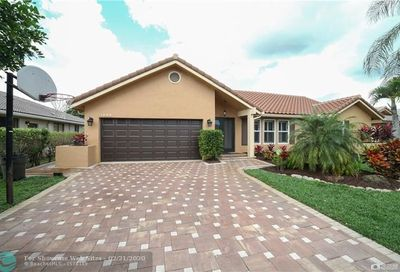 4688 NW 59th Way Coral Springs FL 33067