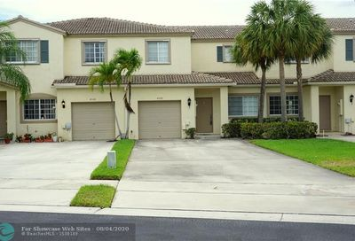 4728 Lago Vista Dr Coconut Creek FL 33073