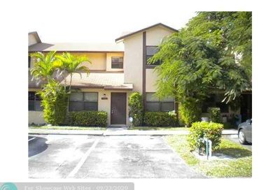 5394 Gate Lake Rd Tamarac FL 33319