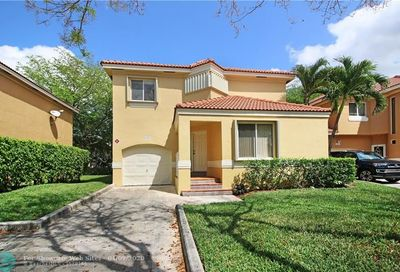 11253 Lakeview Dr Coral Springs FL 33071