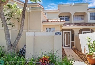 3328 Deer Creek Alba Cir Deerfield Beach FL 33442
