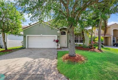 5323 NW 122nd Dr Coral Springs FL 33076