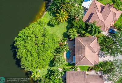 6063 NW 41st Dr Coral Springs FL 33067