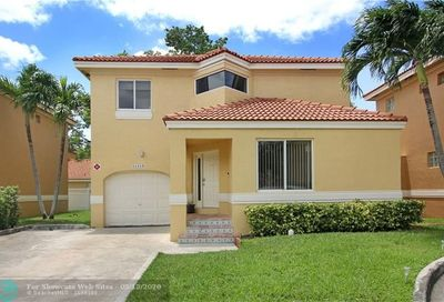 11215 Lakeview Dr Coral Springs FL 33071