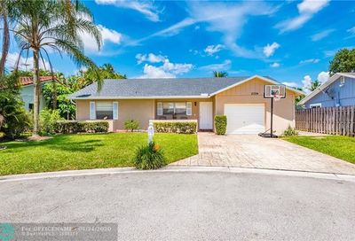 2324 NW 98th Ter Coral Springs FL 33065