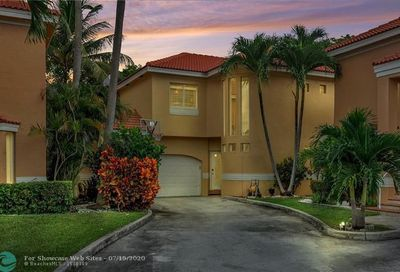11407 Lakeview Dr Coral Springs FL 33071
