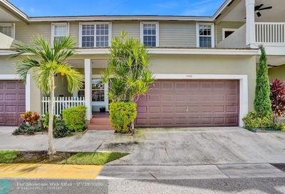 10568 NW 56th Dr Coral Springs FL 33076