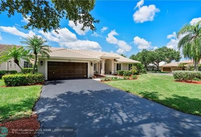9520 NW 49th Ct Coral Springs FL 33076
