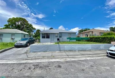 824 W 2nd St Riviera Beach FL 33404