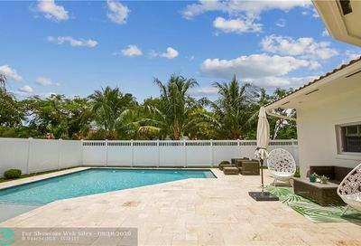 8 Oneida Ln Sea Ranch Lakes FL 33308