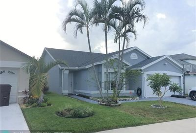 2745 E Foxhall Dr West Palm Beach FL 33417