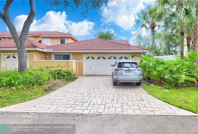 4103 Carriage Dr Pompano Beach FL 33069